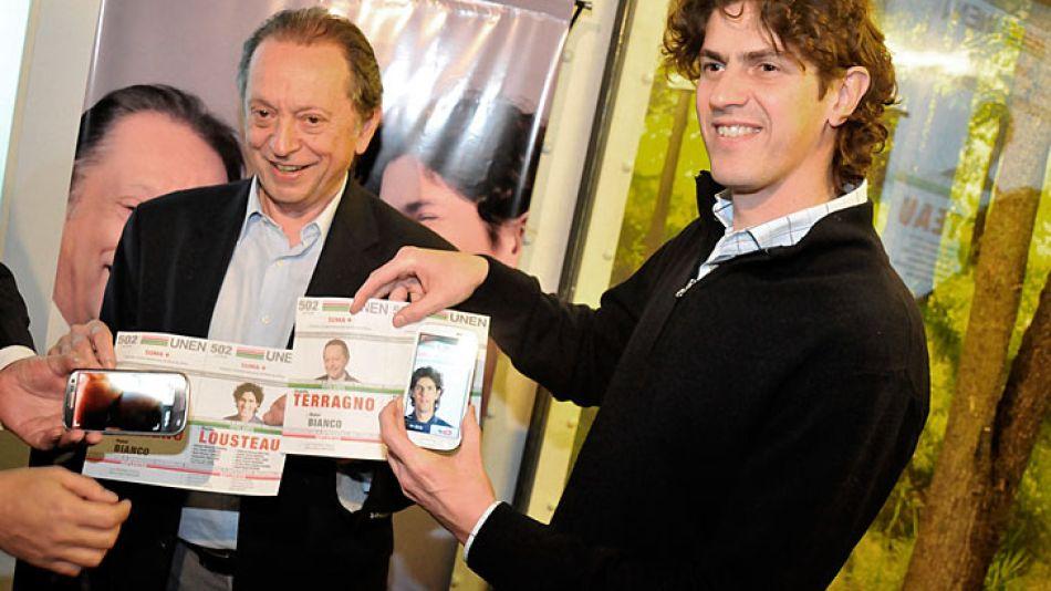 """Terragno y Lousteau en la presentación de la nueva """"boleta que habla""""."""