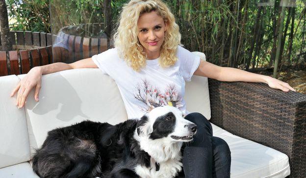 kiss, de la familia. Balcarce es  inseparable de su perra border collie,  que debe su nombre al parecido con la máscara que se pinta la célebre banda de rock.