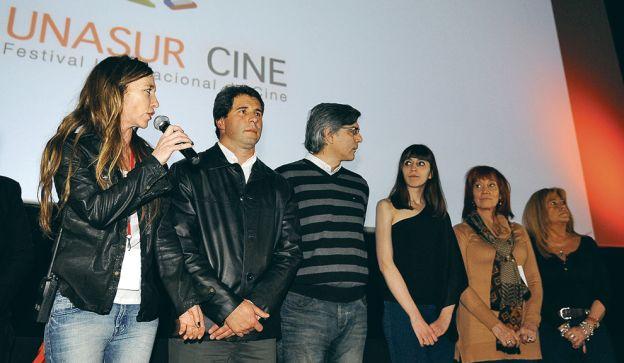 PRIMERA FILA. Florencia pasó al frente con los organizadores del festival.  Federico Luppi y La Cámpora, presentes.