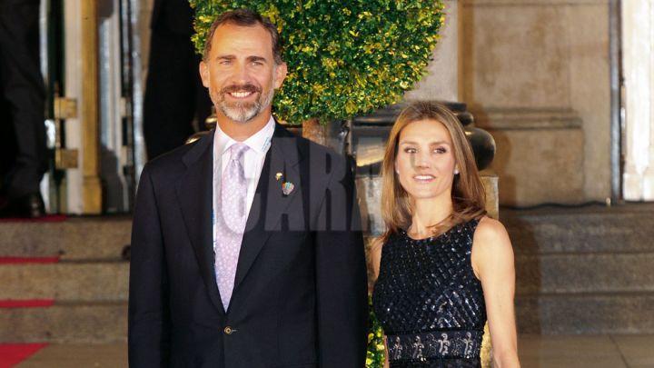 """El look """"económico"""" de la reina Letizia de España que cautivó a los expertos fashion"""