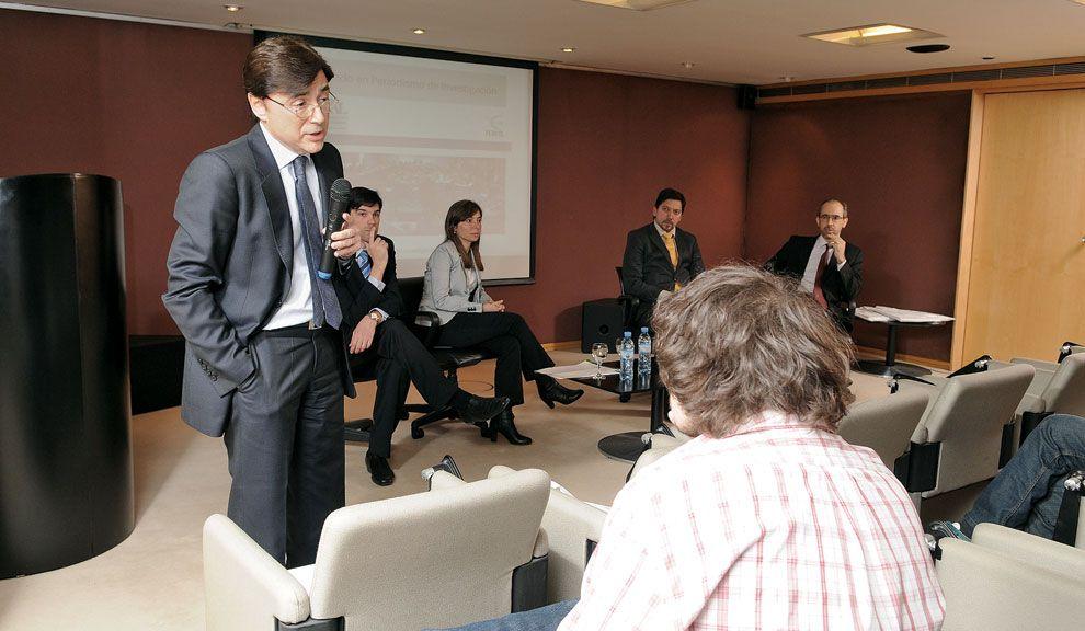 CONTACTO DIRECTO. Los responsables académicos, por Perfil y por la USAL,  con los postulantes. Fontevecchia  apeló a la pasión periodística.