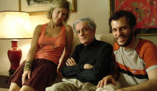 Carolina Azzi y Pablo Racioppi, directores de  El Olimpo vacío, junto a Juan José Sebreli, su protagonista.