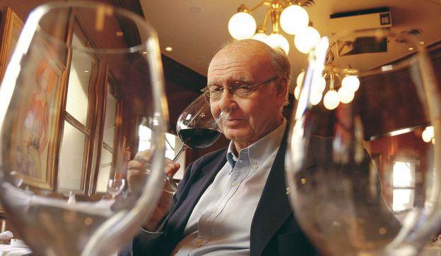 EL JUEZ DE LOS RESTAURANTES. Vidal Buzzi editó anualmente su guía , en la que premiaba y castigaba por igual. Vinos y chefs siempre en la mira.