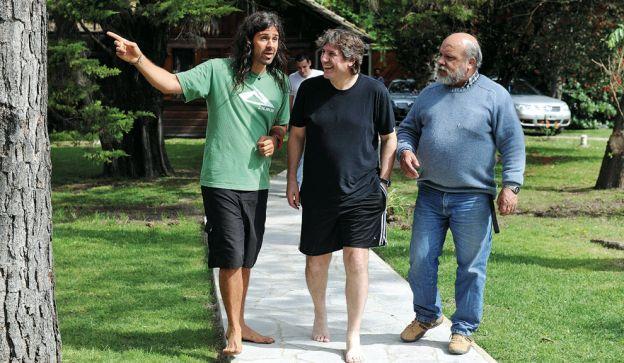 Juntos. Manu Quieto, Boudou y el luthier Daniel Hunko, en el estudio Del Cielito.