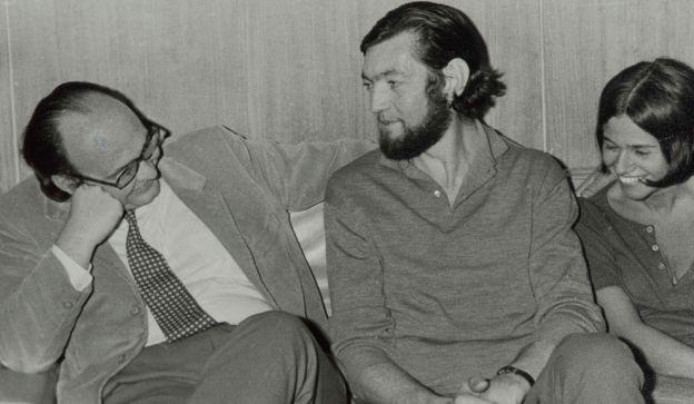 NOTABLES. Vidal Buzzi  con Julio Cortázar.