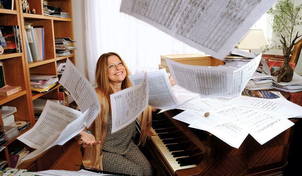 """Vuela alto. El 5  de diciembre Pouchulu dirigirá en el Avenida el concierto anual de la asociación que creó, """"La bella música""""."""