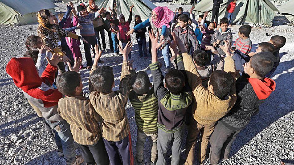 Refugiados. Niños que perdieron sus padres en la guerra.