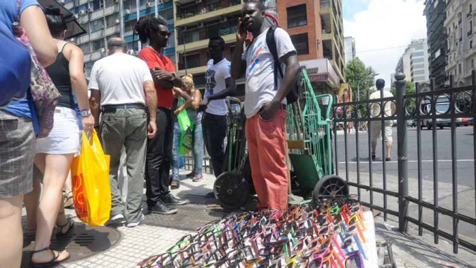Reclamo. Mientras el gobierno porteño combate la venta callejera, los africanos piden poder trabajar.