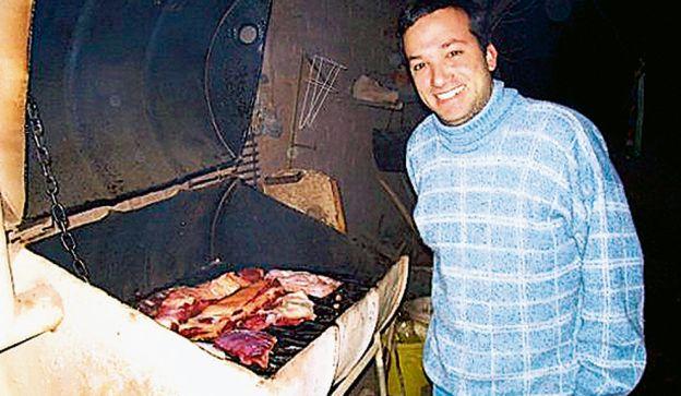 Fue vocero oficial de La Cámpora y trabajó en Aerolíneas. Estudió periodismo y escribió para el Grupo Clarín.