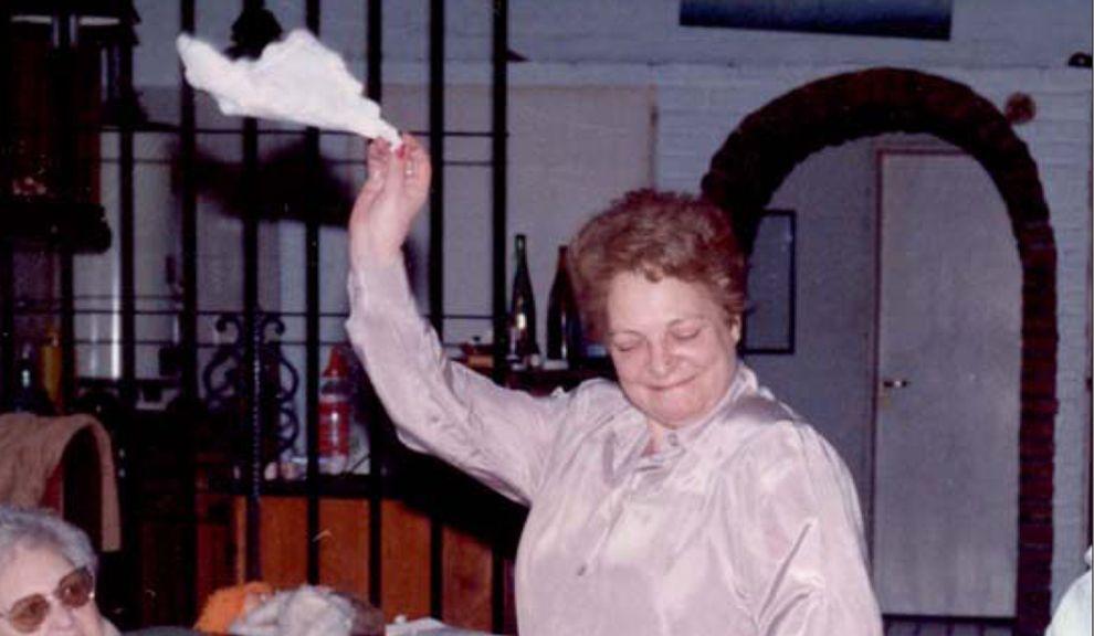 CARMEN. La jueza bailando una chacarera, jovial, como la conocieron sus seres queridos.