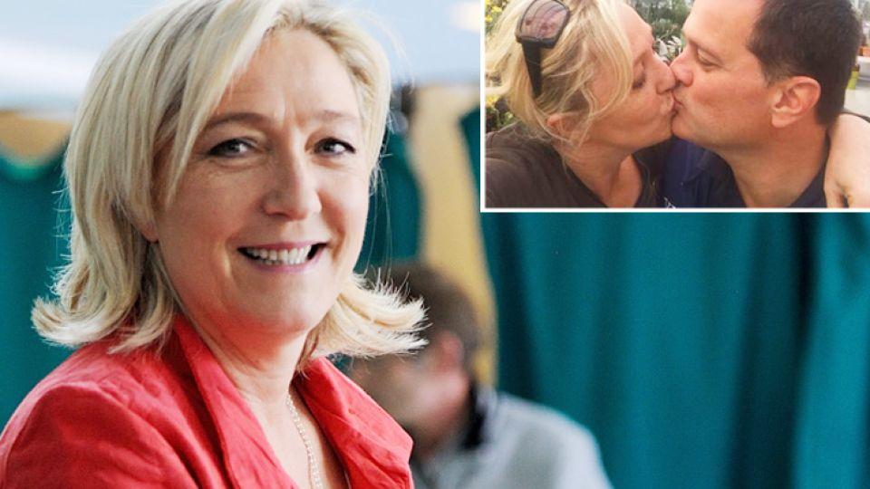 Electa. Política de derecha. Para desmentir una ruptura, besó a su marido en Twitter.