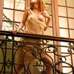 Agustina Kampfer desnuda (2)