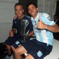 1215-00-racing-campeon-vestuario-g1