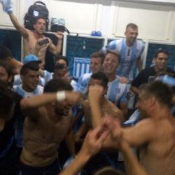 1215-01-racing-campeon-vestuario-g