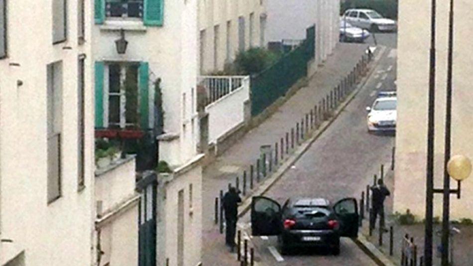 Los terroristas disparan contra la redacción de Charlie Hebdo