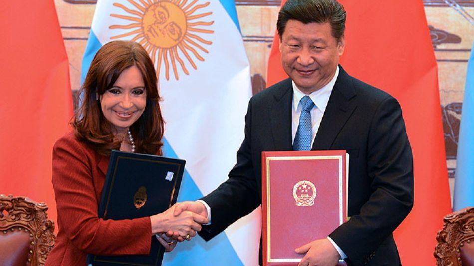 Hay acusaciones cruzadas por los acuerdos con China.