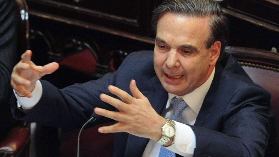 El Gobierno le soltó la mano a D'Elía. Pichetto fue el encargado de anunciarlo en plena sesión en el Congreso.