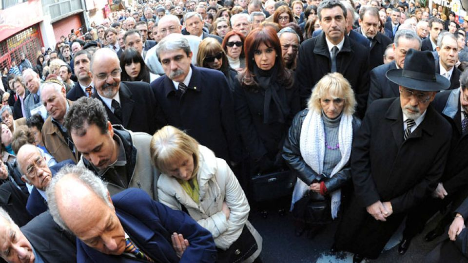 """Cristina en su última participación en el acto homenaje a víctimas de la AMIA. Hoy fue imputada por """"encubrimiento"""" del atentado."""