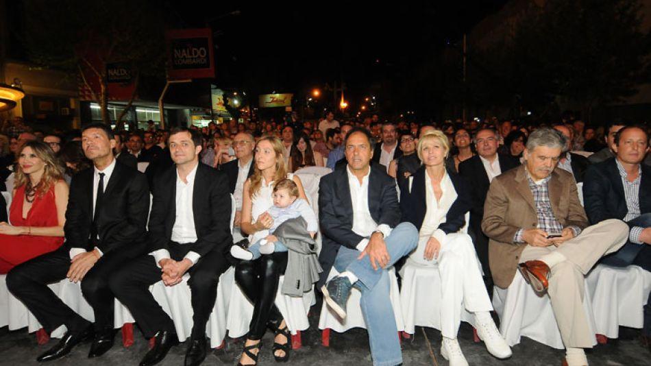 En 2013, Tinelli reabrió un cine en su Bolívar natal acompañado por figuras del oficialismo