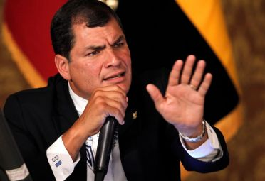 POR LA EQUIDAD. El presidente Correa enfatizó que esa medida no afectará a los más pobres, a quienes calificó como prioridad en su gobierno.