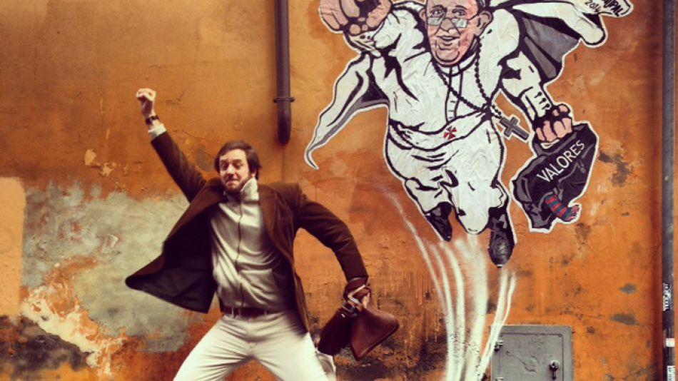 Icono. Della Torre aprovecha el furor por el Sumo Pontífice.