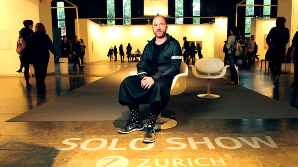 Vanguardia. El historiador y académico Segade usa pollera y dará mañana una charla en el Malba.
