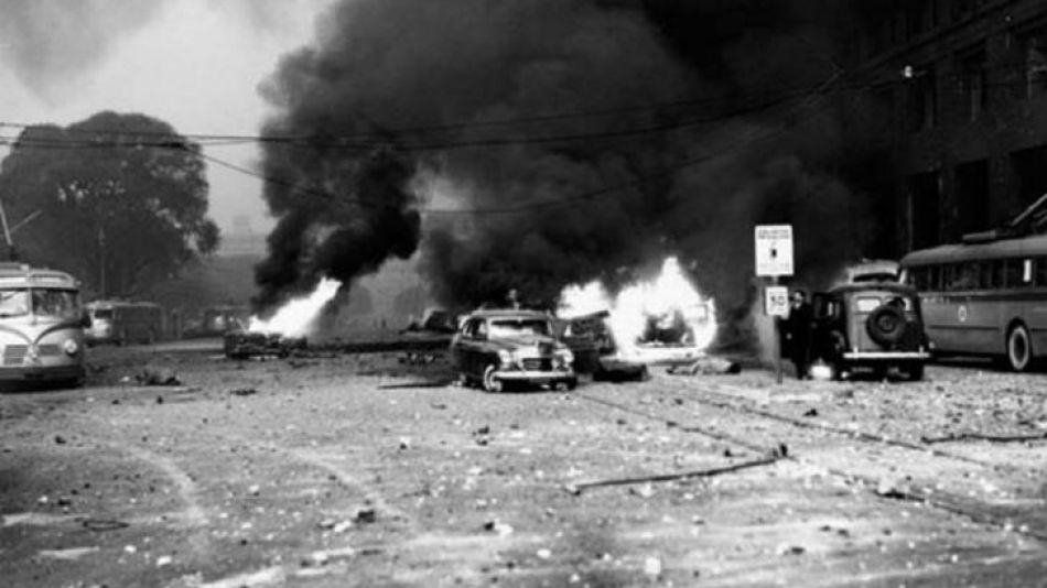 Tragedia. Las bombas no tocaron la Plaza de Mayo, pero impactaron sobre su contorno. La avenida Paseo Colón sufrió los mayores daños. La cantidad de vítimas mortales fue de 169 y hubo setecientos heri
