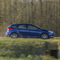 ford-focus-hatch-lateral