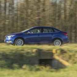 ford-focus-sedan-lateral