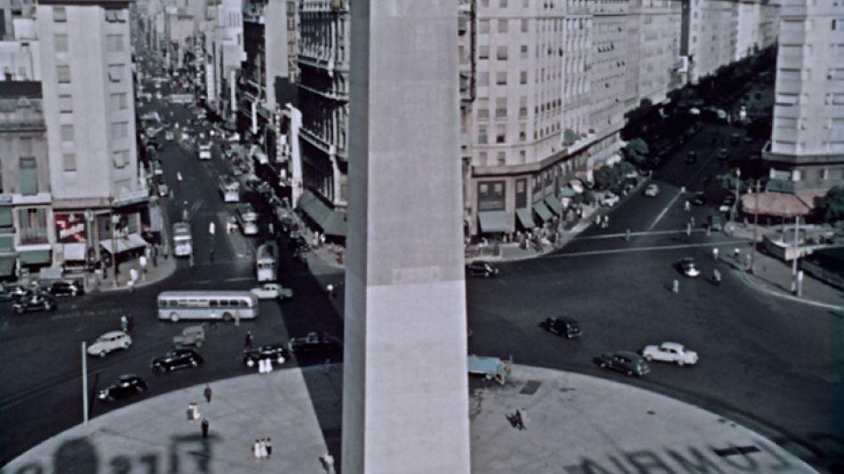 Panoramicas. En el film hay tomas aéreas que muestran la ciudad de Buenos Aires en esa época.