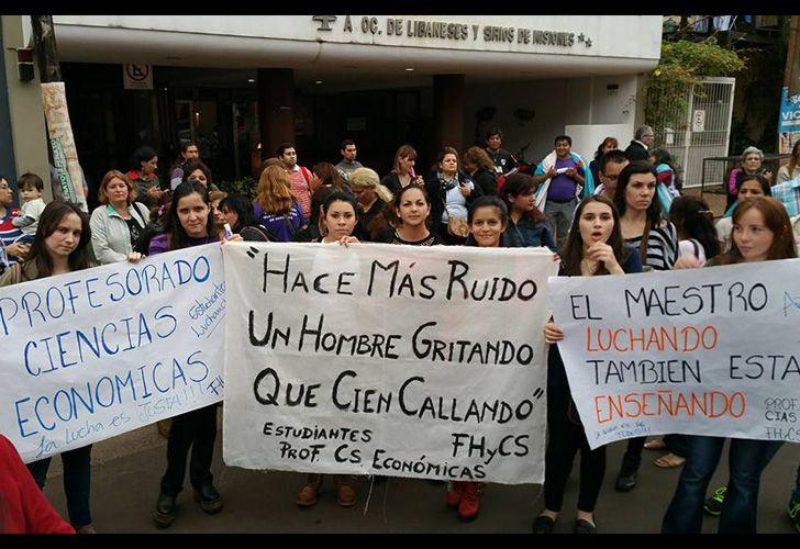 En reclamo de mejoras salariales, realizaron una huelga de hambre.