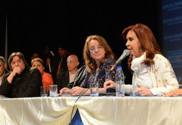 SANTA CRUZ. Cristina encabezó esta tarde un acto de apoyo a los candidatos del FPV acompañada por la fórmula presidencial Daniel Scioli y Carlos Zannini.