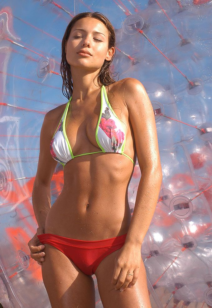 pampita hot 22 exitoina