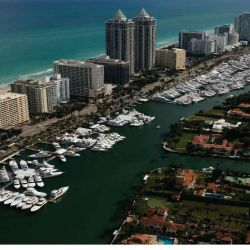 The-Yacht-Brokerage-Show-in-Miami-Beach