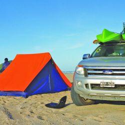 vehiculo campamento armado en playa (1)
