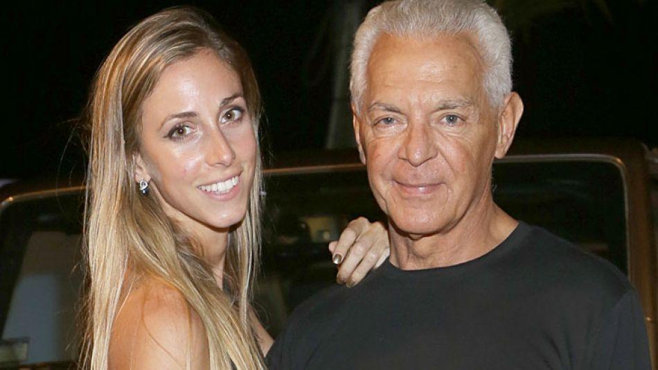 Juntos. Ella tiene 32 y él, 69. El domingo estuvieron en una fiesta en La Barra.