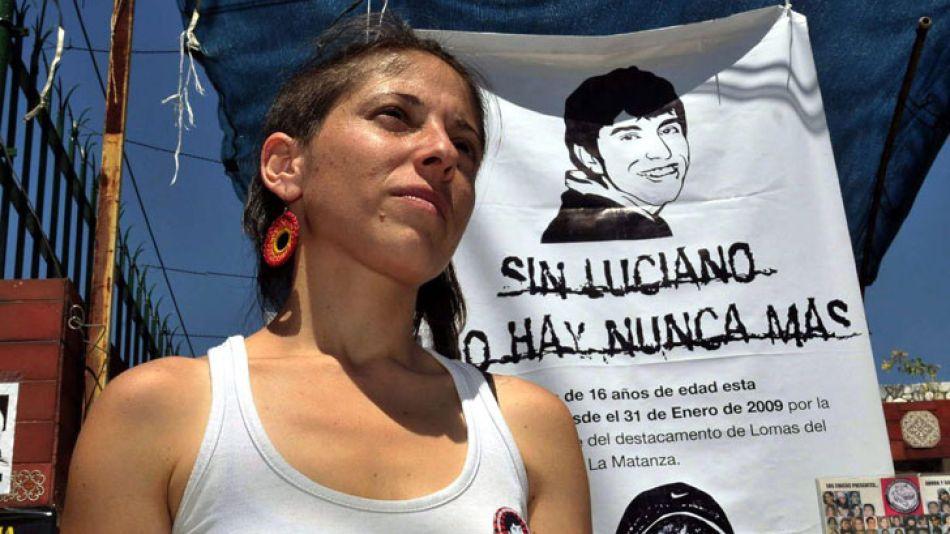 Hermana. Es una activa militante de derechos humanos.