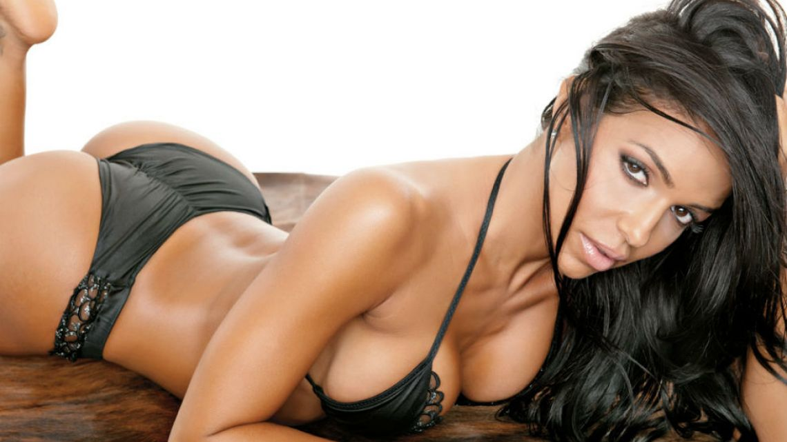 pictures-of-vida-guerra-naked-bank-job-nude