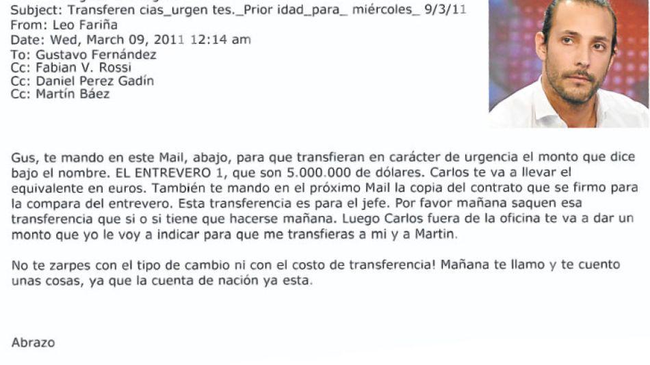 Mail y reporte. Fariña pidió al entonces encargado de SGI transferir US$ 5MM para comprar el campo. Copió a Martín Báez, y al abogado de Lázaro. El reporte del Citibank prueba como camuflaron el orige