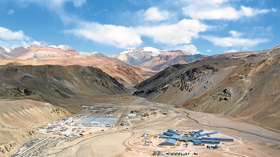 Veladero, San Juan. Controlada por Barrick (Canadá), es la mayor mina de oro del país. En 2013 produjo 640 mil onzas. Explica el 40% del PBI provincial. Empleó hasta a más de 3.500 personas. Paga $ 25