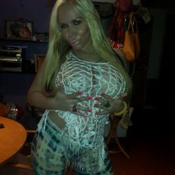 Alejandra Pradon (22)