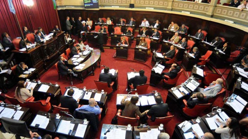 En el Senado comenzó la disputa entre el FR y Cambiemos.