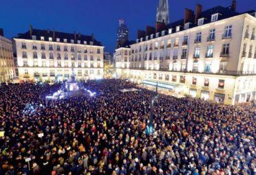 La protesta. Miles de jóvenes se manifiestan para mostrar su desazón.