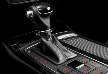 El Kia Sorento se vende en la Argentina con 2.2 diesel con 197 CV de potencia y un par máximo de 45 kgm, asociado a una transmisión automática de 6 velocidades secuenciales y tracción integral con el sistema Dynamax AWD.