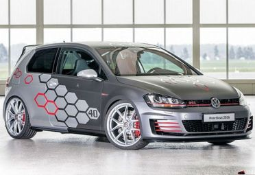 La primera diferencia visible de cualquier otro VW GTI es el color gris ceniza, que se combina con plateado brillante.