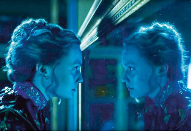 Alicia tras el espejo