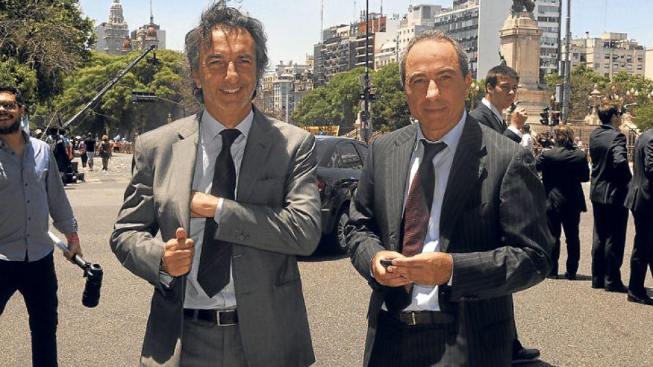 Familia. Angelo y Fabio Calcaterra rumbo a la Casa Rosada para participar de la asunción de su primo, el presidente Mauricio Macri.