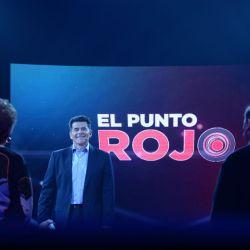 Julián Weich conduce El punto rojo por la TV Pública.