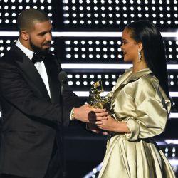 Rihanna-Drake-MTV