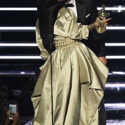 Rihanna-MTV VMAs 10